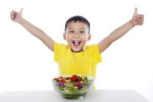 Tips Membiasakan Anak Makan Cemilan Sehat